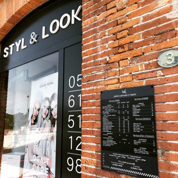 Création de logo, Vinyles de vitrine, panneau, cartes de visite à Blagnac, Toulouse, Haute-Garonne, Occitanie.