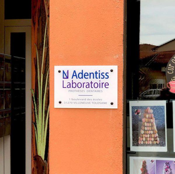 Plaques professionnelles à Blagnac, Toulouse, Haute Garonne et Occitanie.